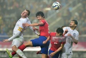 31-3-2015 Νότιος Κορέα - Νέα Ζηλανδία 1-0, δεξιά ο Θέμης Τζημόπουλος